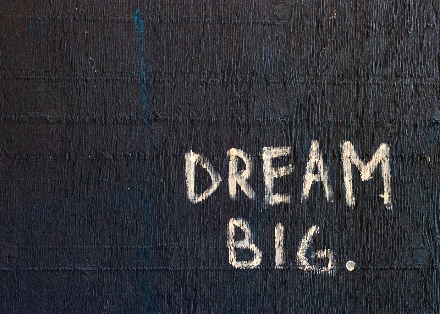 Dream Big Schrift an Wand