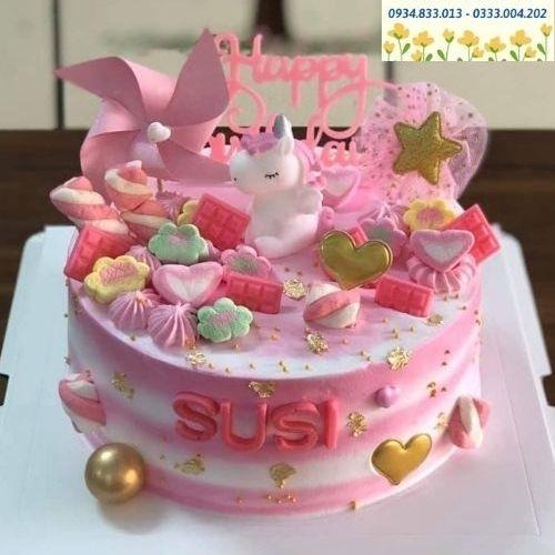 Thiết kế mẫu bánh sinh nhật theo yêu cầu, cam kết chất lượng đảm bảo bên trong từng sản phẩm.