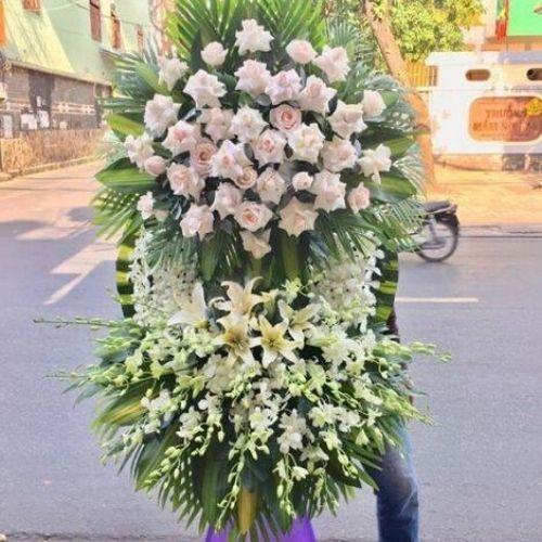 Với hơn +99 mẫu hoa đám tang được thiết kế từ đội ngũ chuyên nghiệp, đặc biệt Hoa Mãi Mãi còn nhận giao hoa tận nhà.