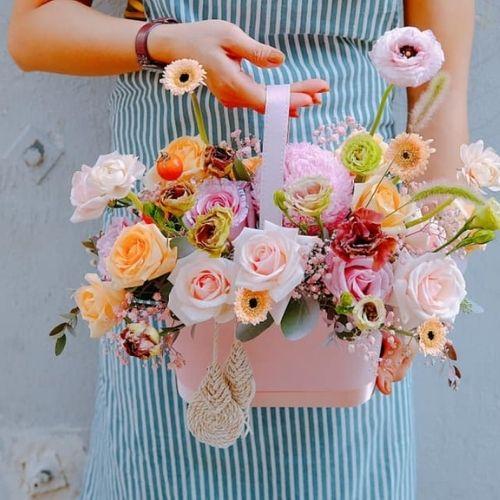 Shophoamaimai.Com đáp ứng hoa tặng sinh nhật, đặc biệt còn nhận giao tận nơi cho tất cả các khu vực.