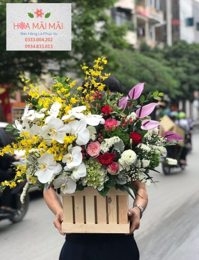 Đối với những con người hiện đại trong xã hội ngày nay, việc mượn hoa để bày tỏ lời muốn nói, thể hiện tình cảm đối với những người chúng ta yêu thương thể hiện sự tinh tế, sâu sắc đi vào lòng người. Sở dĩ hoa được chọn là món quà mang lại giá trị tinh thần cho chúng ta bởi vì mỗi một loài hoa đều mang đến một thông điệp ý nghĩa trong đời sống. Hoa tươi mang thông điệp chúc mừng, thông điệp cảm ơn, thông điệp xin lỗi, thông điệp chia buồn... Vào dịp sinh nhật đặc biệt, bên cạnh những món quà đắt tiền, hoa tươi là món quà nổi bật, đạt hiệu quả cao trong việc chuyển tải thông điệp chúc mừng, yêu thương đến với người thân của bạn.