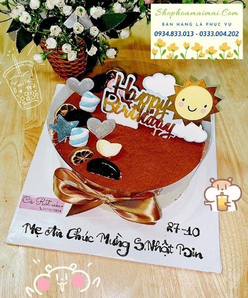 Trong văn hóa người Việt, trong bữa tiệc sinh nhật luôn có mặt của những chiếc bánh sinh nhật. Bánh kem sinh nhật dù nhỏ hay lớn đều mang một ý nghĩa sâu sắc trong giờ khắc ý nghĩa bước sang tuổi mới. Chiếc bánh sinh nhật ở mỗi nước đều gắn liền một câu chuyện ý nghĩa khác nhau. Song, điểm chung của chiếc bánh sinh nhật là chúc cho chủ nhân hạnh phúc, may mắn và thành công trong tuổi mới. Bánh sinh nhật cùng với ngọn nến lung linh giúp chủ nhân hiện thực hóa điều ước trong tuổi mới. Bên cạnh đó, bánh sinh nhật với hình dáng tròn tượng trưng cho một vòng lặp lại, một tuổi mới viên mãn và trọn vẹn. Bánh sinh nhật truyền thống được chế biến với công thức cơ bản từ trứng, bột và các nguyên liệu khác cùng lớp kem tươi phủ bên ngoài. Ngày nay, bánh sinh nhật được sáng tạo thành các loại khác nhau như: bánh sinh nhật bông lan trứng muối, bánh sinh nhật tiramisu, bánh sinh nhật rau câu, bánh sinh nhật trái cây, bánh sinh nhật cupcake... Tuy nhiên, trong bất kỳ công thức nào, bánh sinh nhật cũng mang hương vị ngọt ngào như những lời chúc, lời ước nguyện trước nến trong khoảnh khắc thiêng liêng.