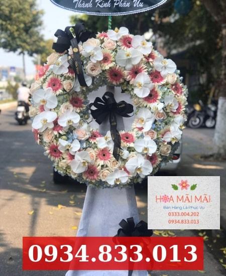 Đặt vòng hoa viếng tại quận Bình Tân