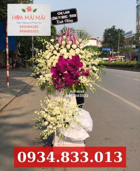 Đặt vòng hoa viếng đám tang Bắc Ninh
