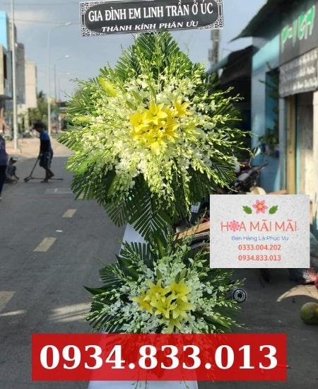 Đặt vòng hoa viếng tang lễ Hà Giang