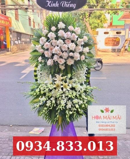 Đặt vòng hoa viếng tại Hà Nam