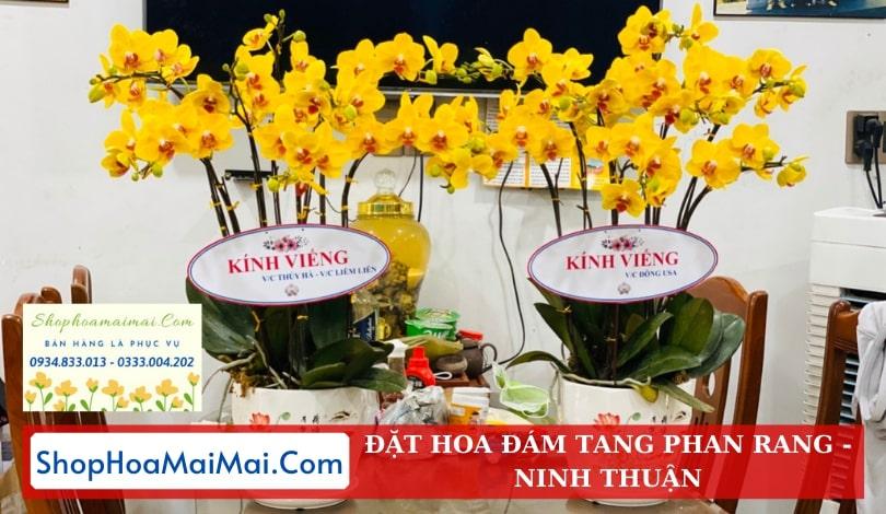 Đặt hoa viếng tang lễ Phan Rang