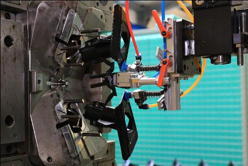 Kunststofftechnik die gerade erzeugt wird