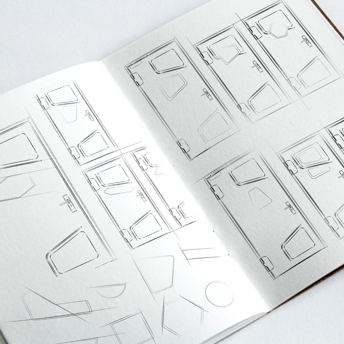 Porte technique modulaire AGIL Baumert personnalisable et designé par une agence de design