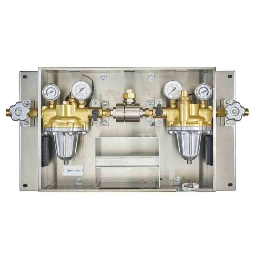 Single-stage fully automatic control panel for high-flow medical gases.
