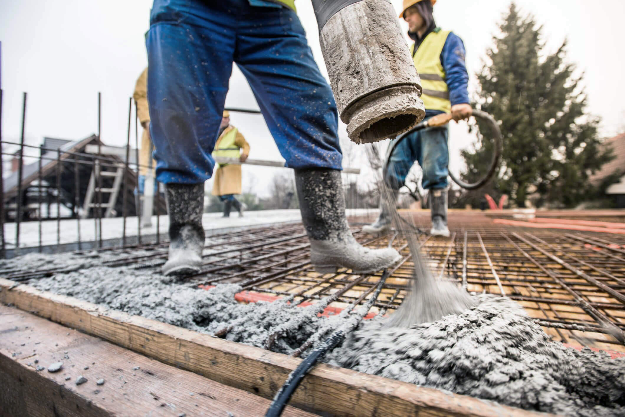 Fine cement powder tends to clump, making it difficult to transport and place. Pneumatic conveyors are used extensively to move cement powder from storage to production, and pneumatically powered aeration systems help keep it flowing. These systems consume large quantities of compressed air.