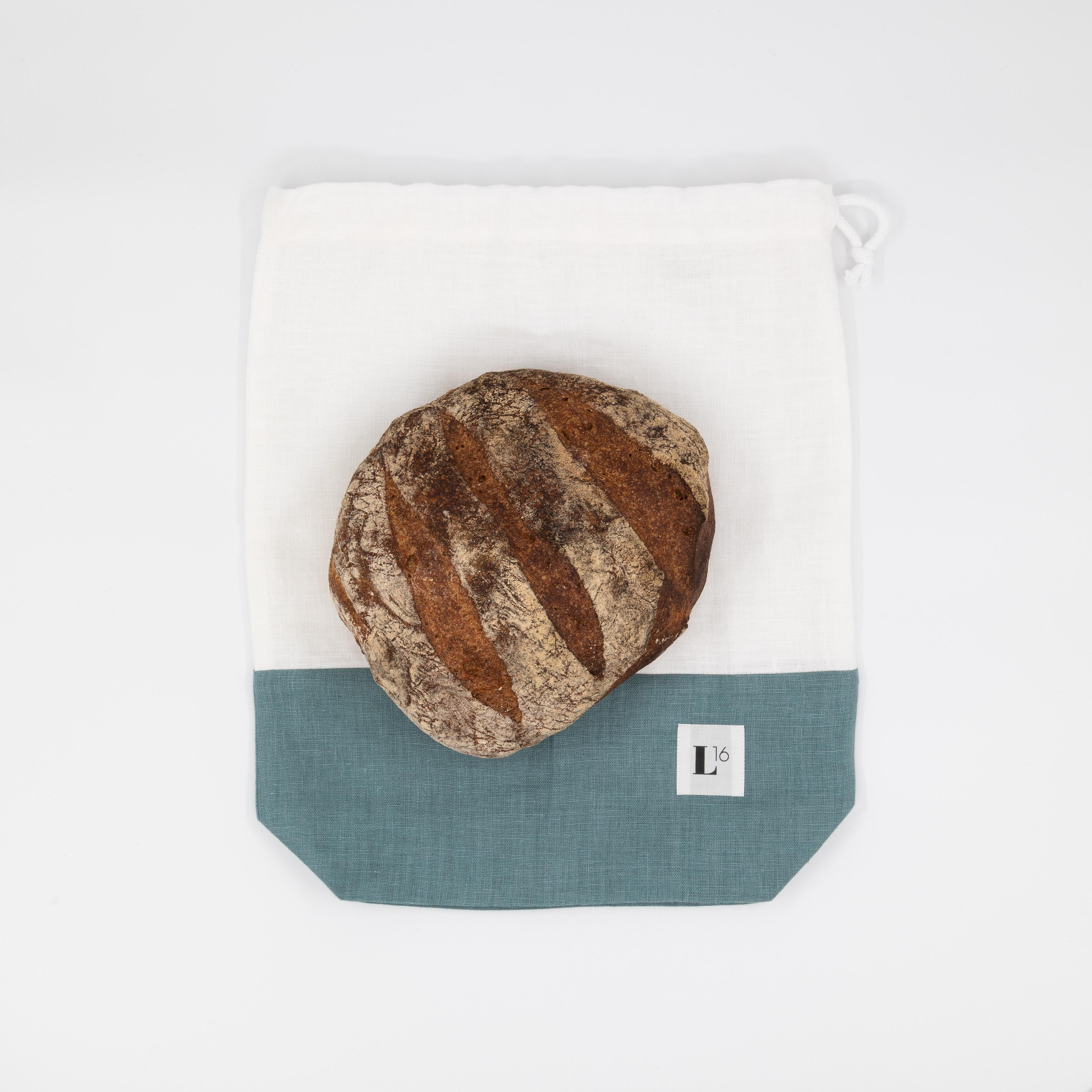 Leinensack in weiss/blau mit Brot drauf.