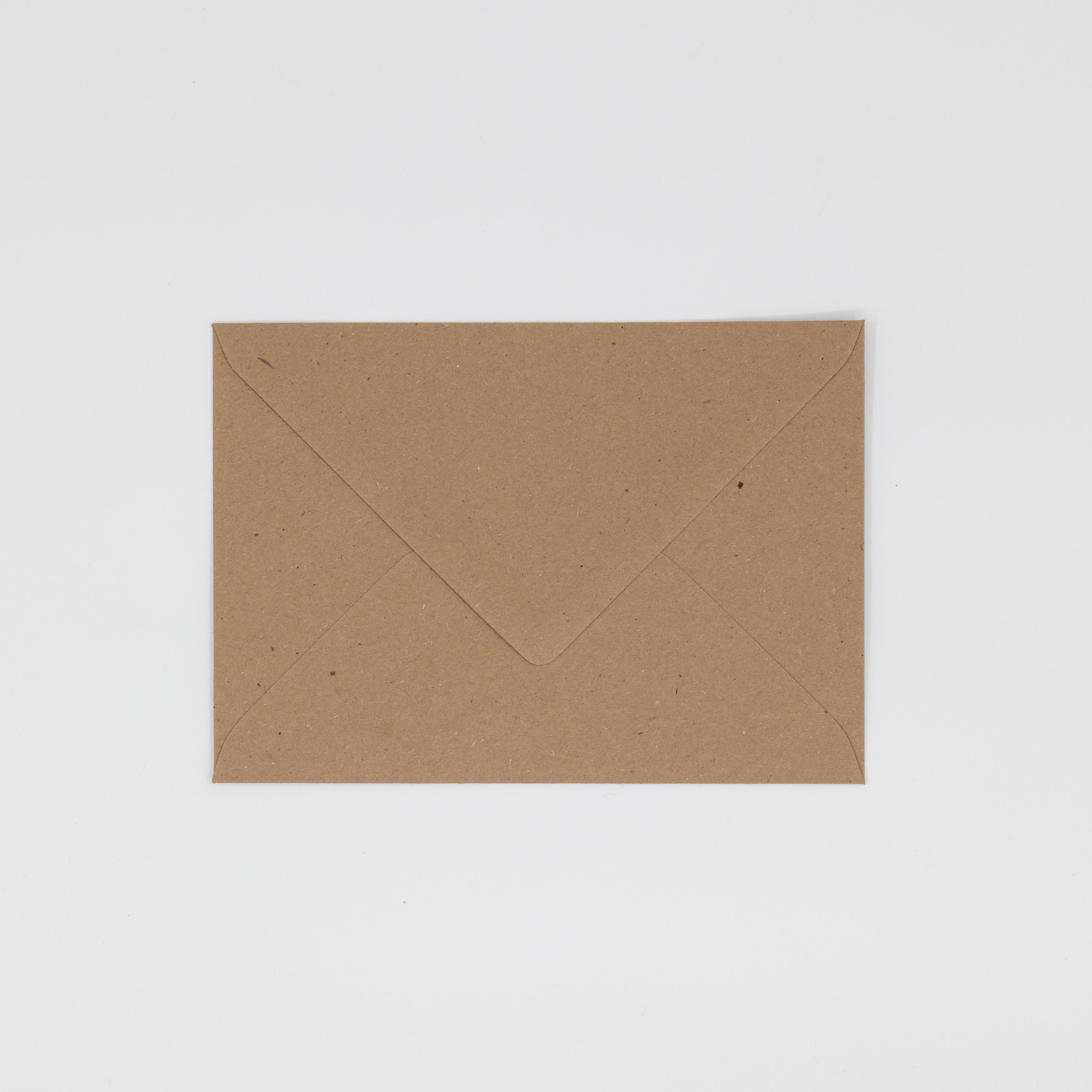 Rechteckiges Postkarten-Kuvert aus Muskatpapier.