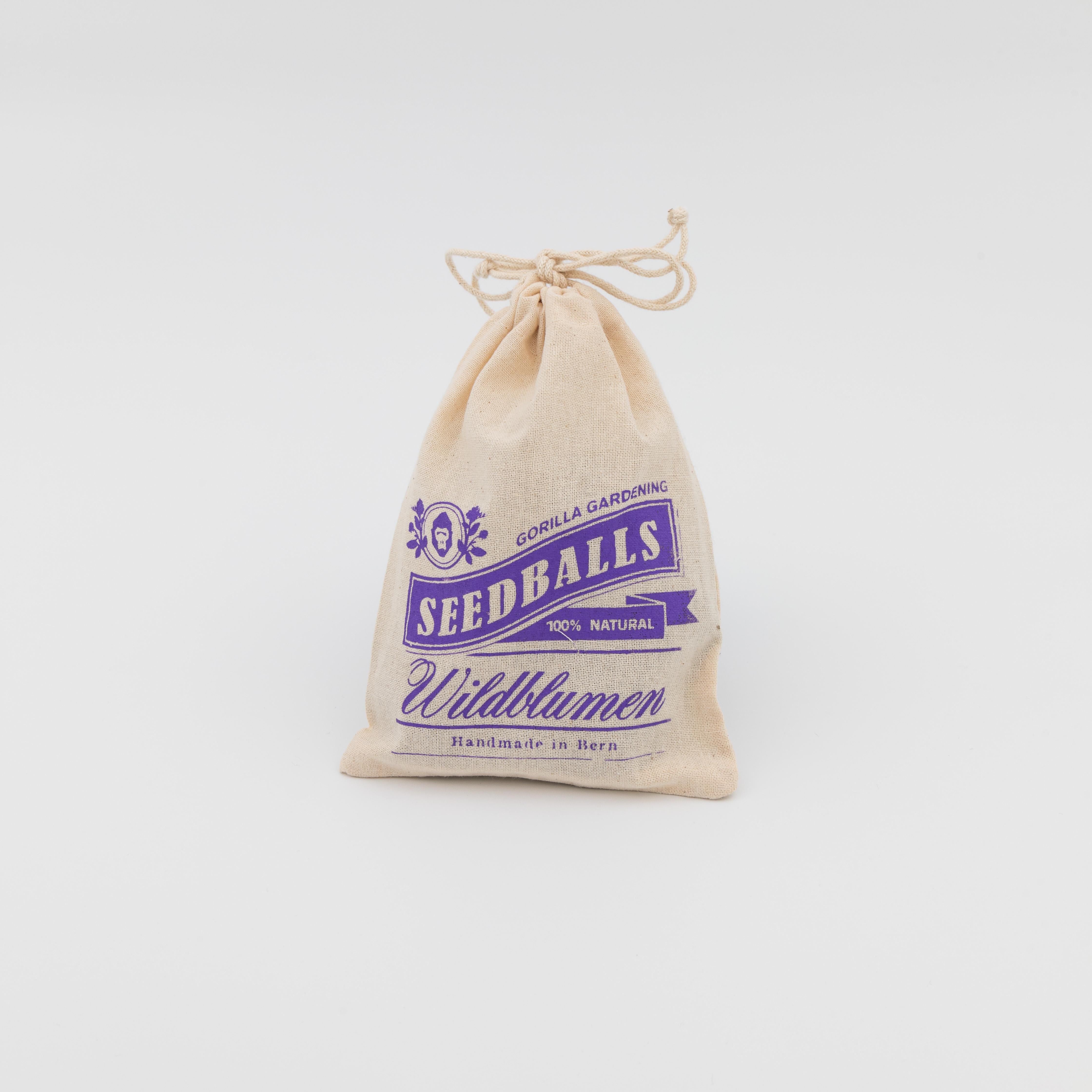 Baumwollsäckchen mit fünf Seedballs drin.