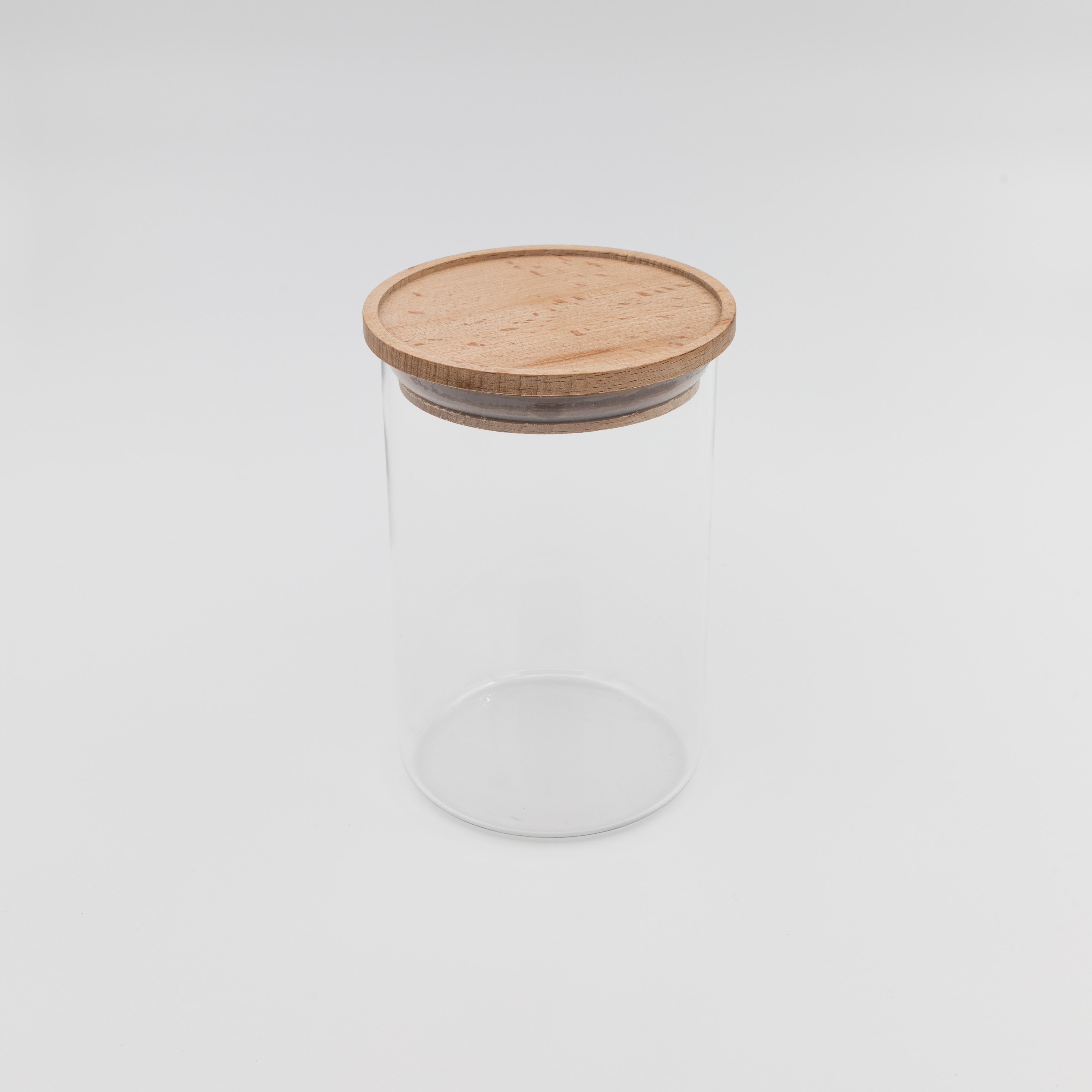 Vorratsglas mit Holzdeckel.