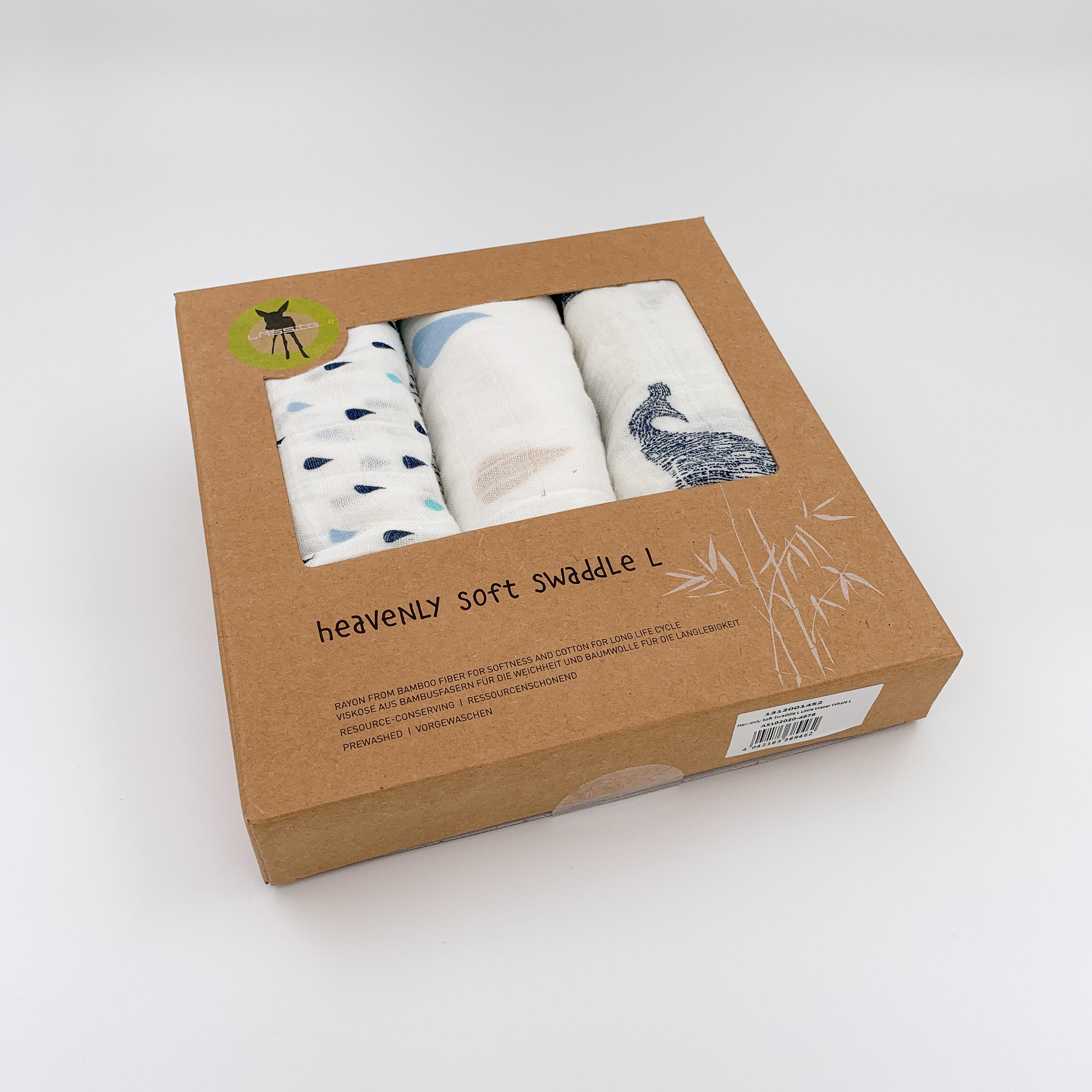 Drei Mulltücher in Kartonverpackung.