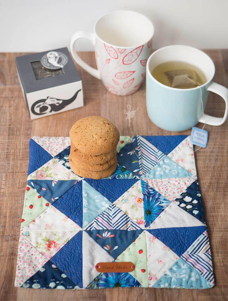 Quilt Petite SAL - Mug Rug - Top view