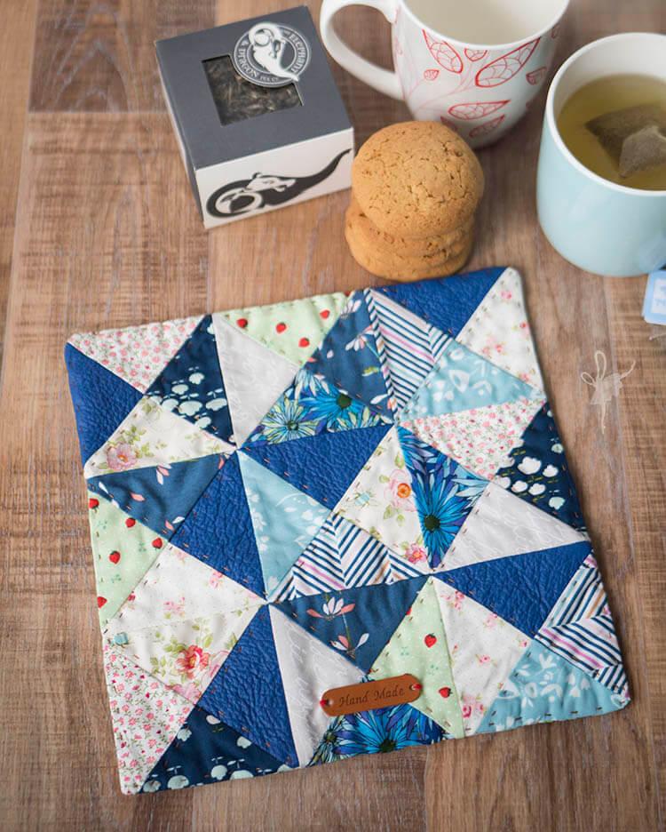 Quilt Petite SAL - Mug Rug - Cover Shot