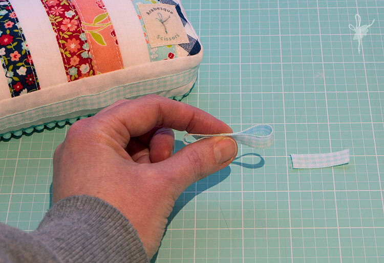 Scrappy Pompom Pincushion Tutorial - making the bow