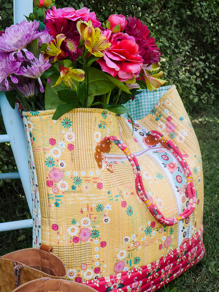 Boho Style Market Tote - zipper details