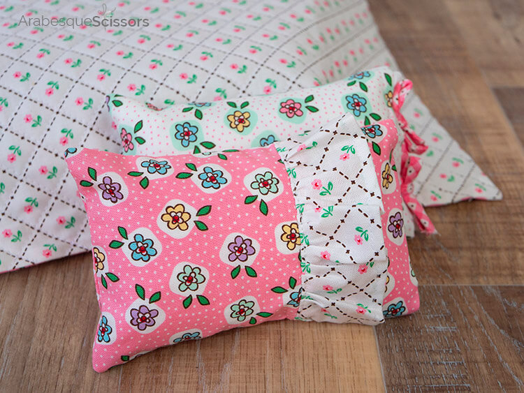 Dolls Bed Set - FREE PATTERN and Instructional Video - ruffled and bow edges pillows