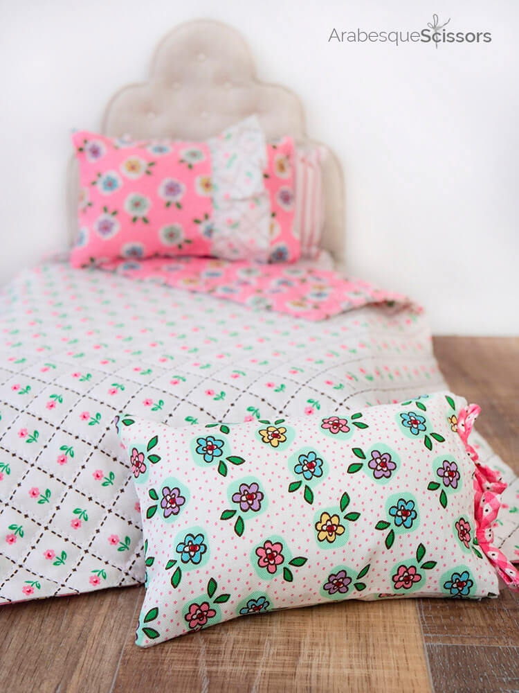 Dolls Bed Set - FREE PATTERN and Instructional Video - cute ribbon tied mini pillow