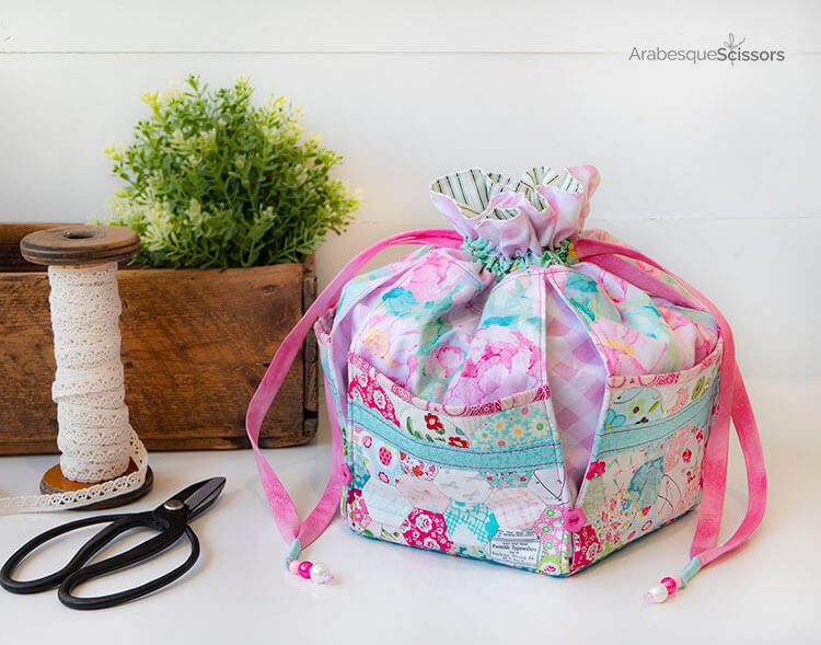 A Stitch in Time Dumpling Bag - how pretty is this bag