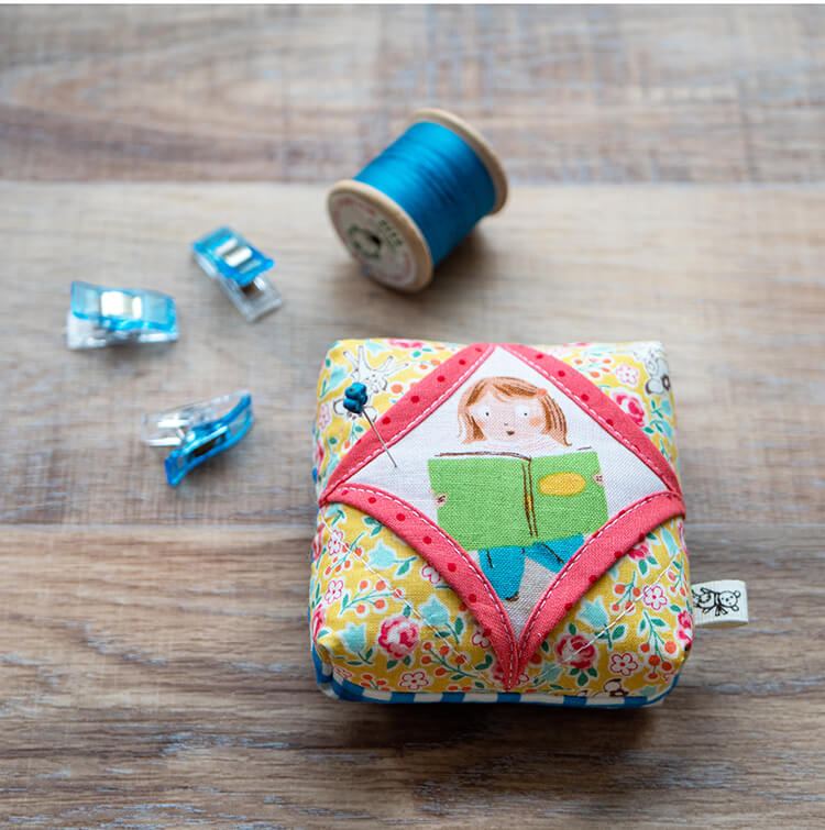 Cathedral window mini pinnie project - easy and fast cute project
