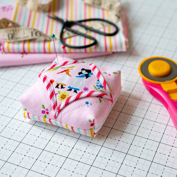 Cathedral window pincushion - easy and fast cute project