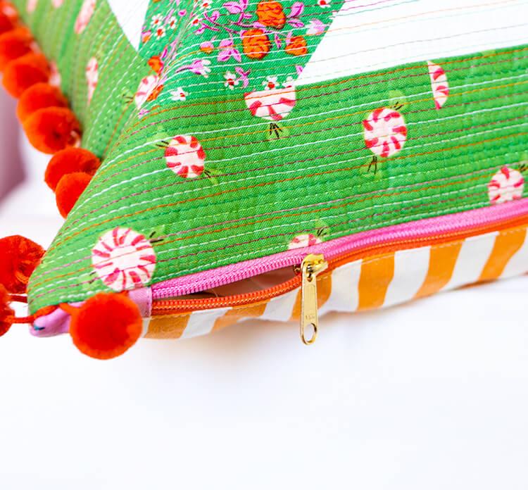 Mini Masterpieces Book Hop - The Snowballs Lesson - two tone zipper fun