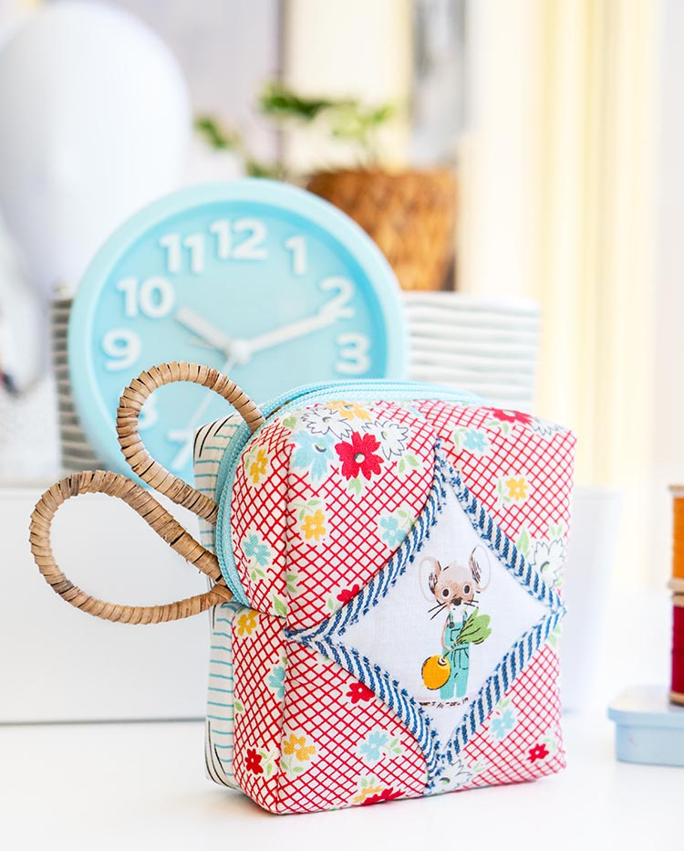 Easy Cathedral Windows Sewing Series - Boxy Pouch storage in style