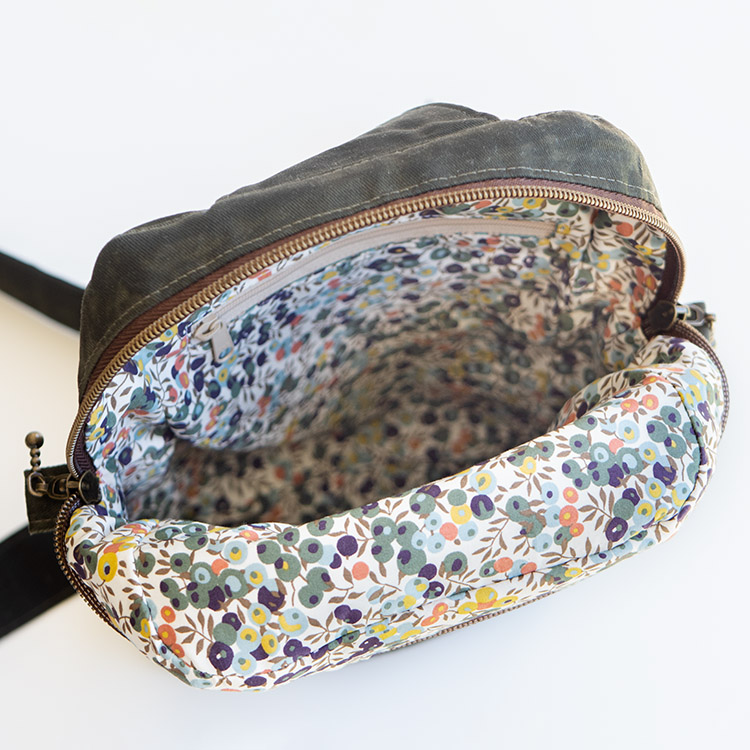 www.arabesque-scissors.com/articles/new-year-new-bag-sandhill-sling-review- Liberty wilshire lining