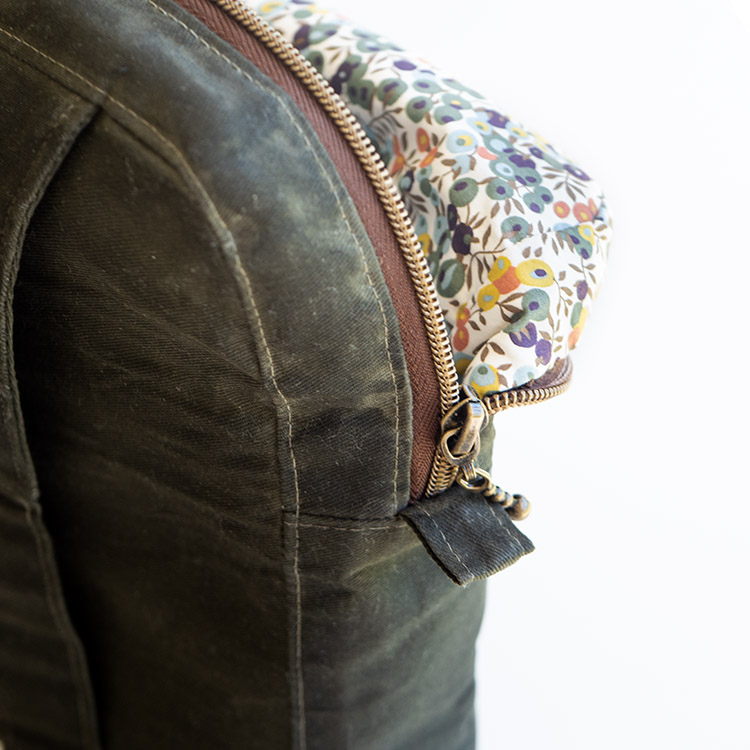 www.arabesque-scissors.com/articles/new-year-new-bag-sandhill-sling-review - love that top stitching!