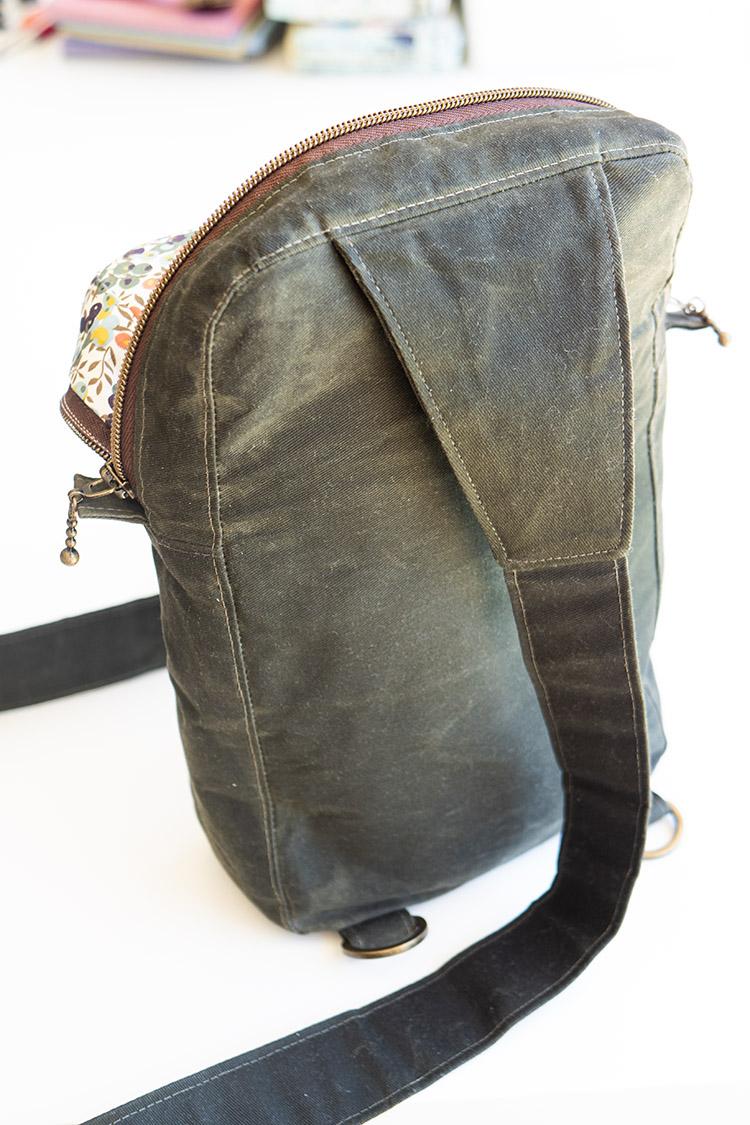 www.arabesque-scissors.com/articles/new-year-new-bag-sandhill-sling-review - d-ring options