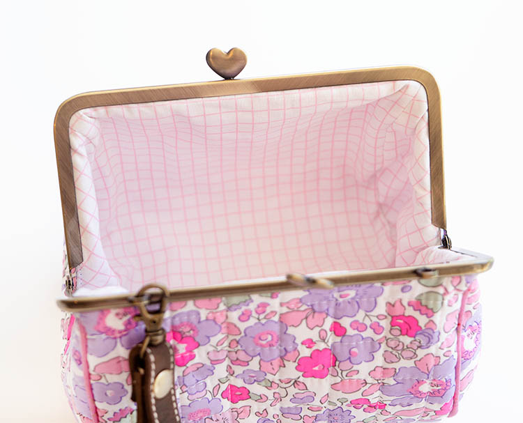Zakka Workshop Heart Clasp Purse Review - Gorgeous Grid lining
