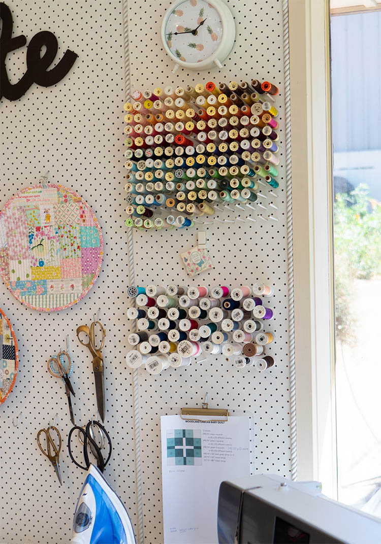 https://www.arabesque-scissors.com/articles/sew-great-to-be-organised-notions-spotlight - great wall of thread