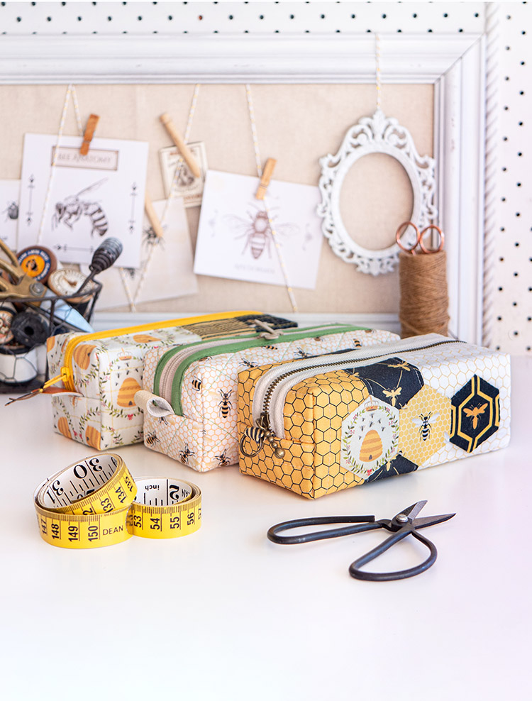 Sewing on the Go - Boxy pouches by Arabesque Scissors