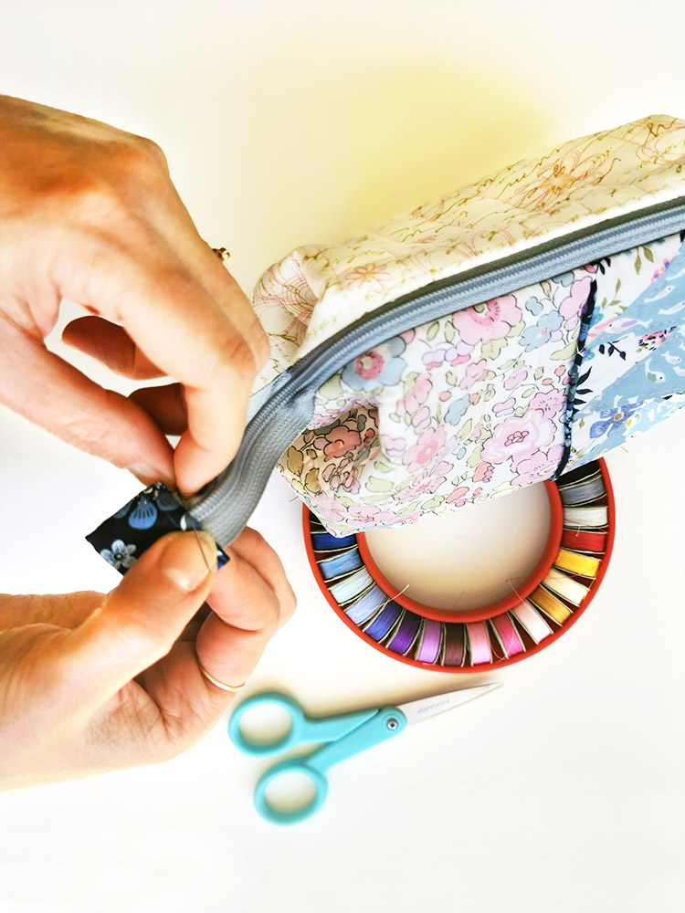 Sewing on the Go - portable handstitching pouch