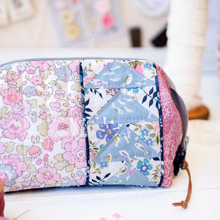 Zakka Workshop Kit - Flying Geese Pouch piping and Liberty together