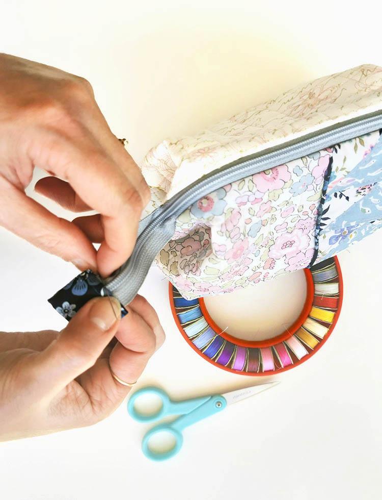 Zakka Workshop Kit - Flying Geese Pouch binding the zipper ends