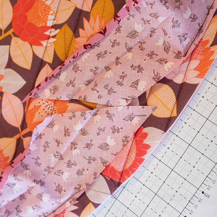 How to Make a Circular Quilted Playmat - join ends of binding