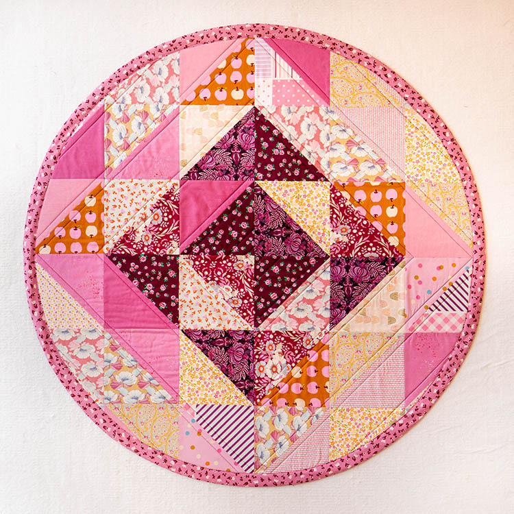 How to Make a Circular Quilted Playmat - trendy gifts for baby