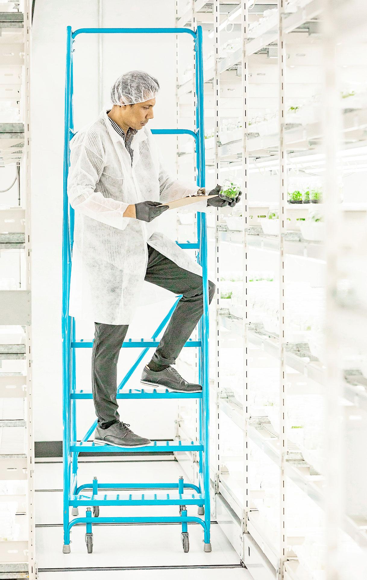 Segra Scientist in the Growing Room