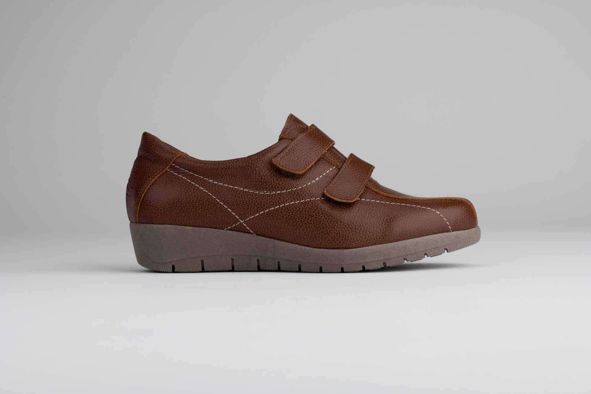 Foto de estudio de zapatos marrón claro