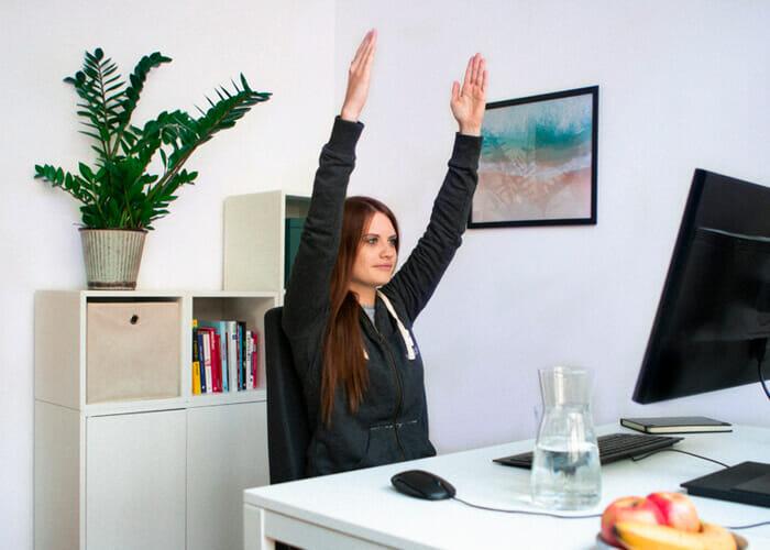 Rückenübungen am Arbeitsplatz - Rückendehner