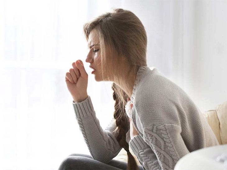 Bệnh nhân viêm họng hạt mãn thường xuyên bị ho khan hoặc ho đờm