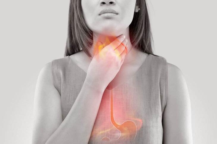 Trào ngược dạ dày là một trong những nguyên nhân gây viêm họng hạt mãn tính