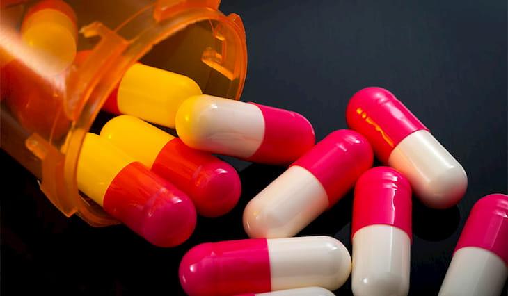 """Thuốc kháng sinh là lựa chọn hàng đầu cho vấn đề """"Viêm họng mãn tính uống thuốc gì?"""""""
