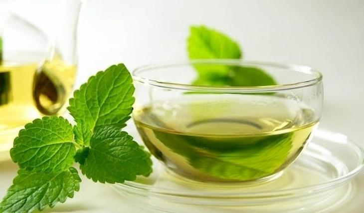 Sử dụng trà bạc hà là cách chữa viêm xoang trán tại nhà