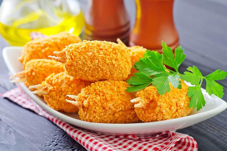 Người bị ho kiêng ăn gì? Câu trả lời là thực phẩm chiên rán